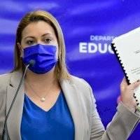 """Representante tilda de """"movida desesperada"""" asignación para reparaciones en escuelas"""