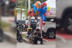 https://www.metrojornal.com.br/social/2021/02/25/cena-emocionante-menino-ensina-o-irmao-mais-novo-ler-enquanto-vende-baloes-na-rua.html