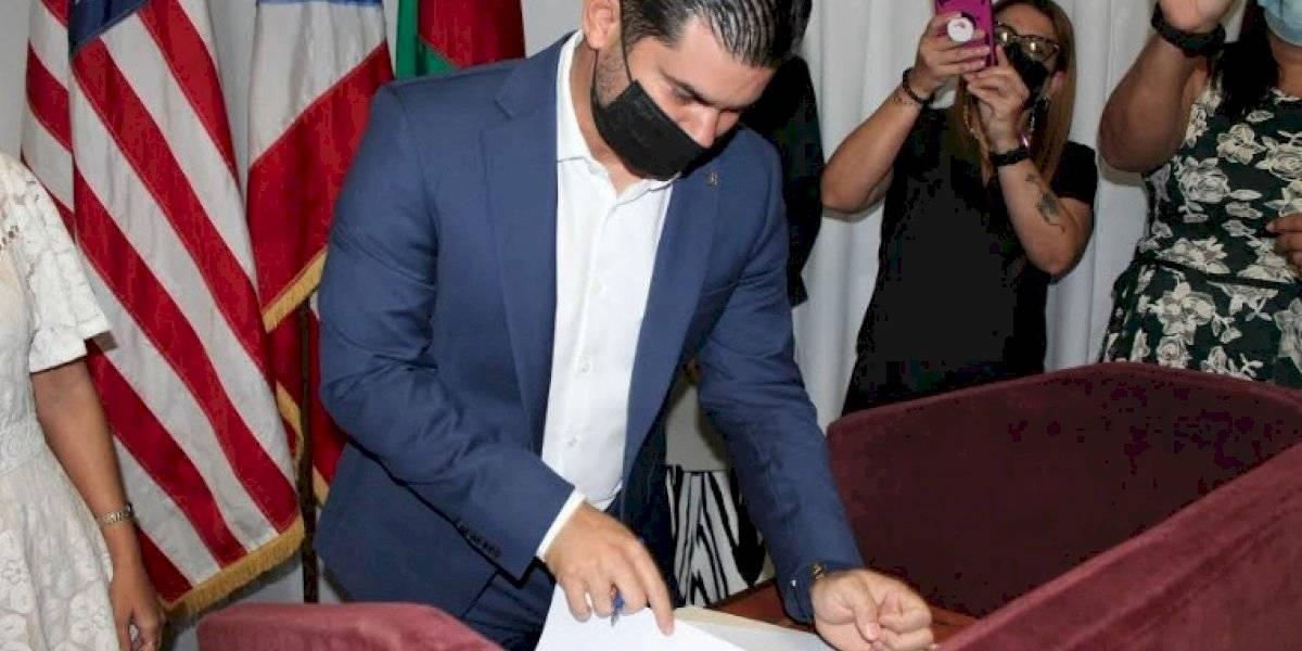 Alcalde de Ceiba firma acuerdo para agilizar servicios a víctimas de violencia de género