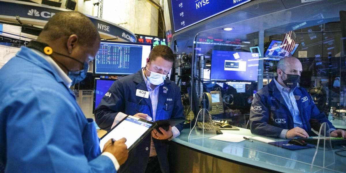 Wall Street cierra con pérdidas por tercer día consecutivo