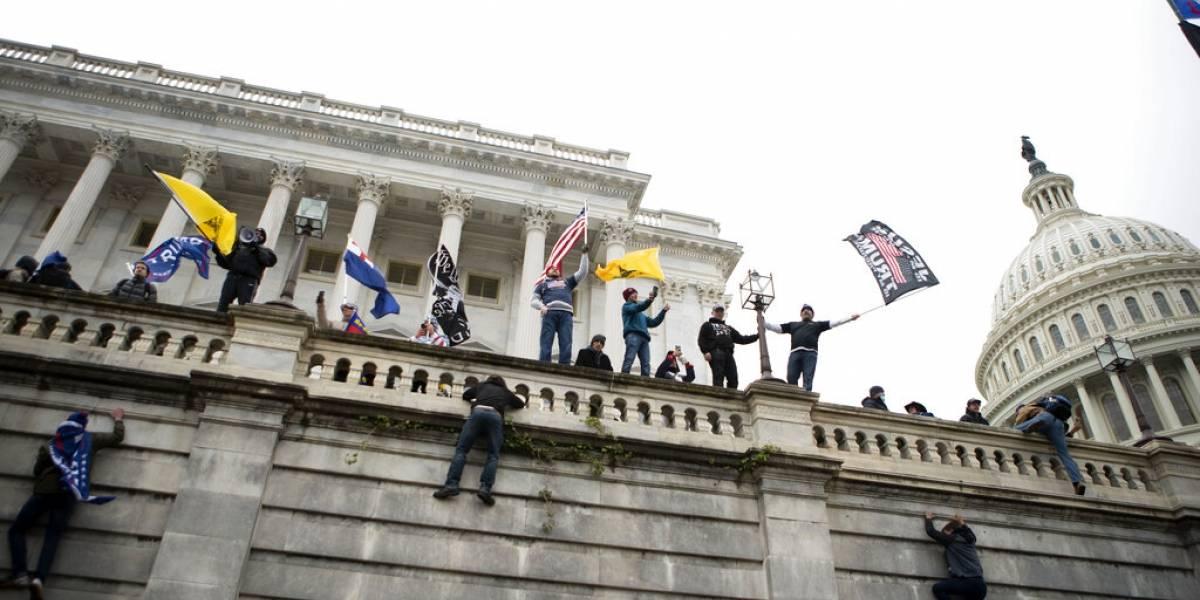 Acusado por asalto al Capitolio vuelve a la cárcel por ver teorías de conspiración en internet