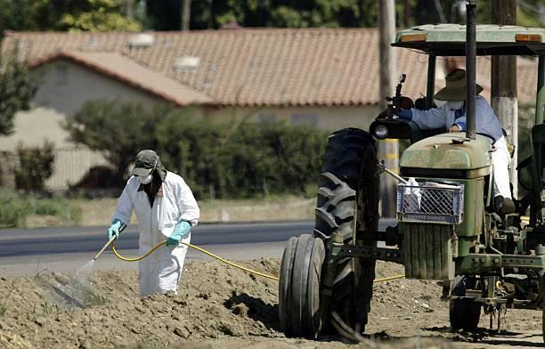 Uso de pesticidas en granjas.