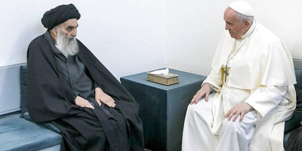 Papa y alto clérigo chií de Irak sostienen reunión histórica