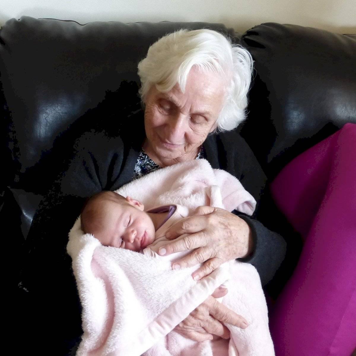 Abuela y bebé