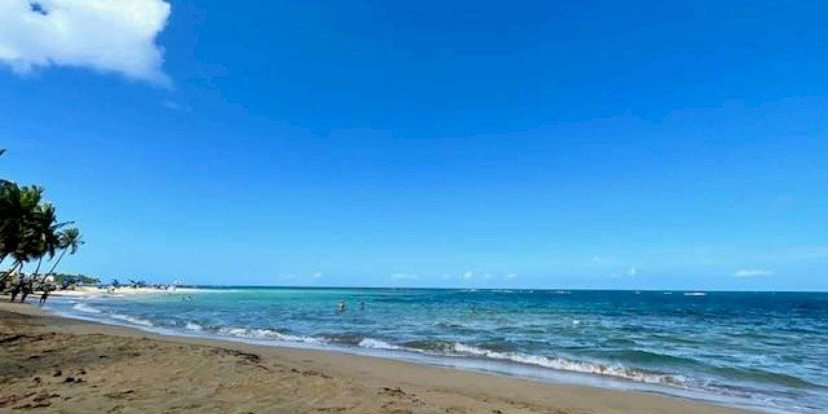 Rescatan a tres turistas arrastrados por oleaje en Condado