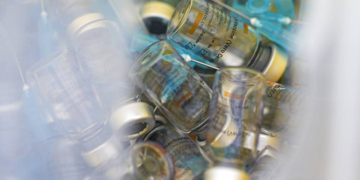 ¿Cuánto tardan en caducar las vacunas contra el COVID-19?