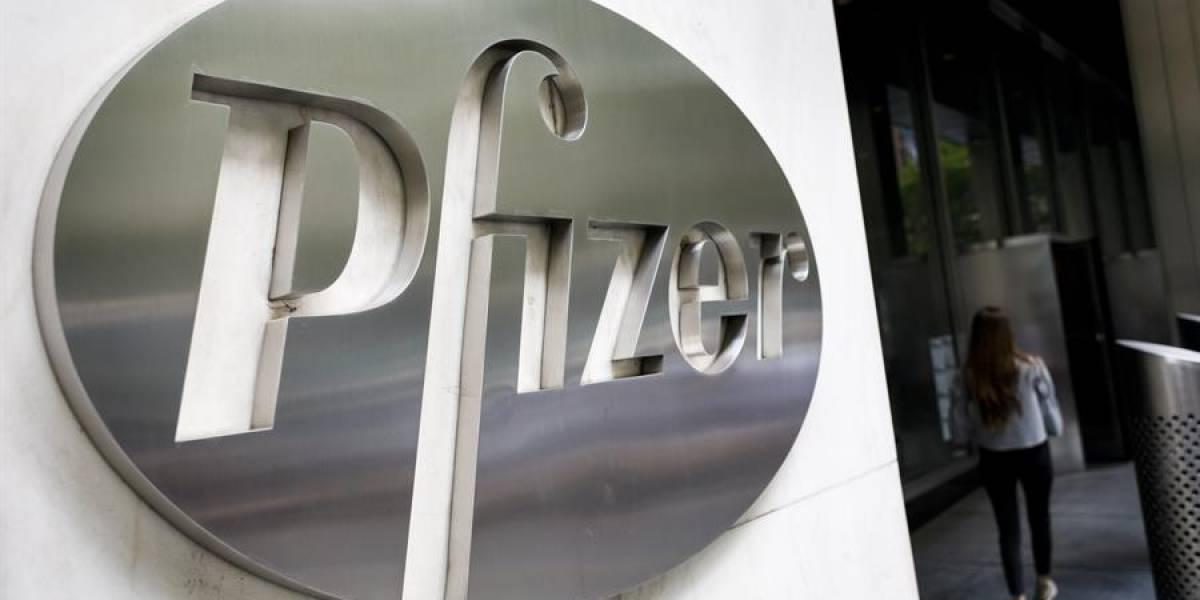 Pfizer comienza proceso para lograr aprobación total de su vacuna