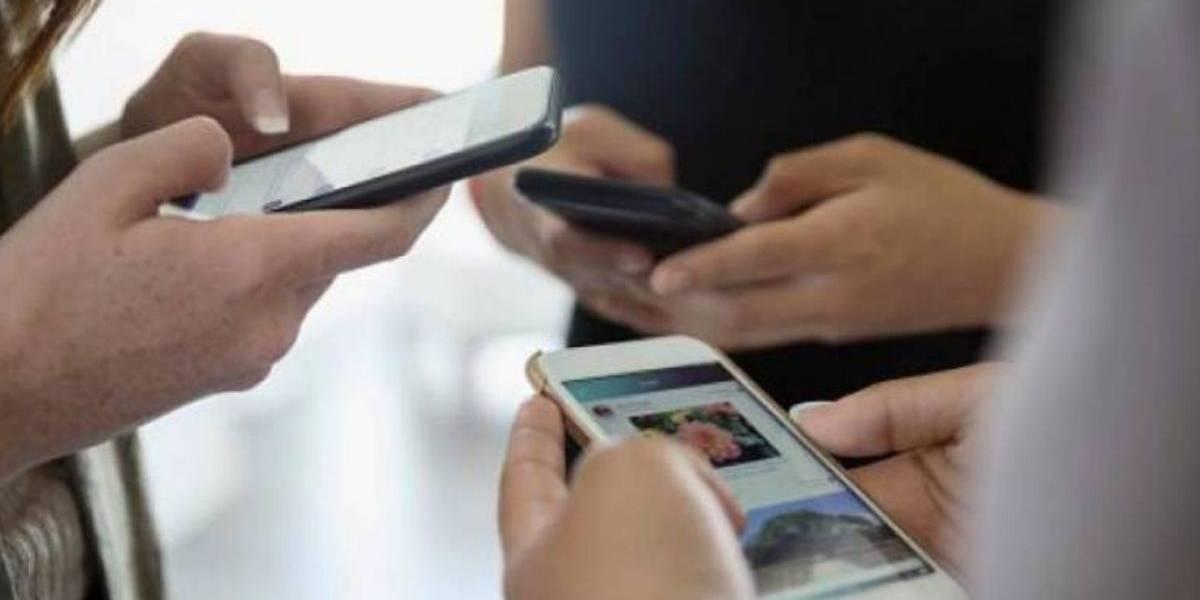 ¿El temor a perderte algo en redes sociales te distrae al manejar?