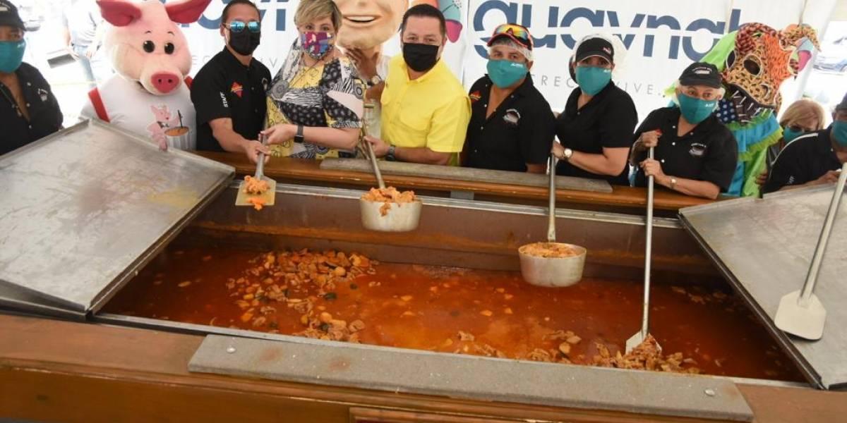 Miles saborean la patita guisá en Guaynabo