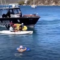 Lancha de la Policía vira kayak de manifestantes
