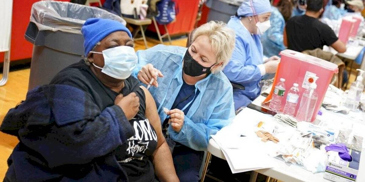 Florida autoriza vacunación contra COVID para todos los adultos