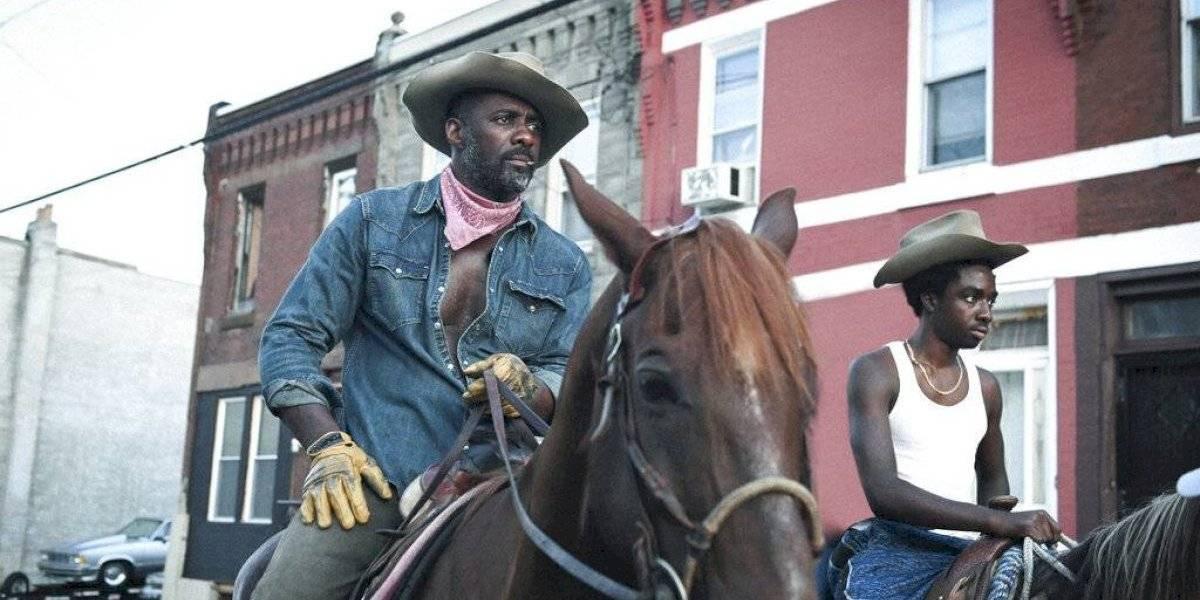 Idris Elba y Caleb McLaughlin buscan sanar con la ayuda de una comunidad de vaqueros urbanos en Concrete Cowboy