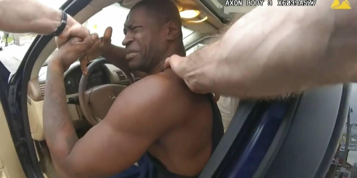 Forcejeo de los agentes contra George Floyd queda grabado en cámara corporal de policía