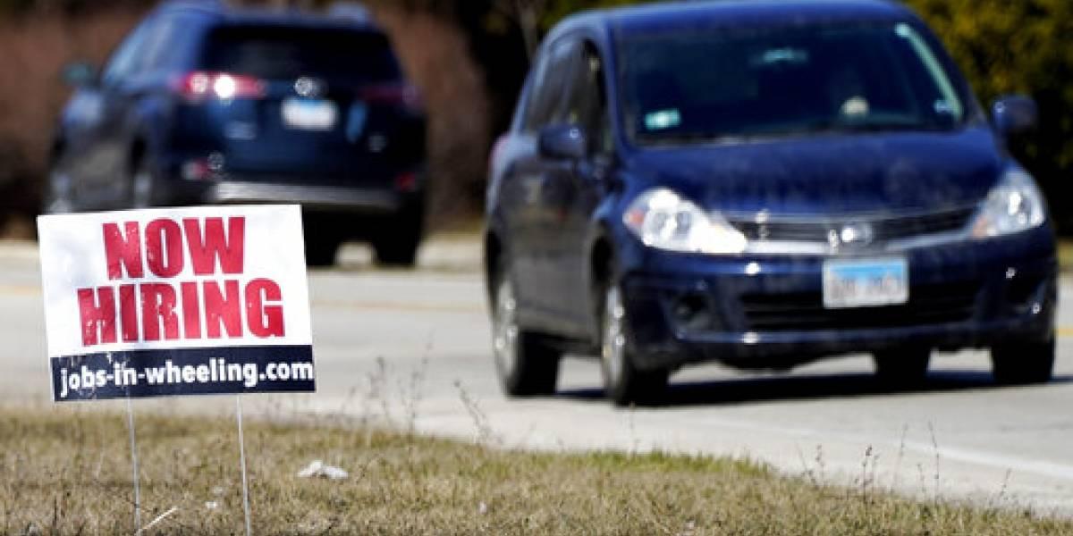 Empleadores en EEUU abren más de 900,000 plazas de trabajo