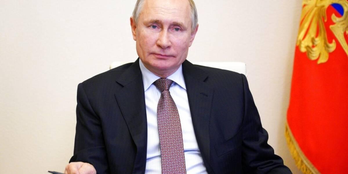 Putin promulga ley que le permitiría seguir como presidente hasta el 2036