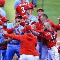 Nick Castellanos recibe suspensión de 2 juegos y Yadier Molina una multa por riña