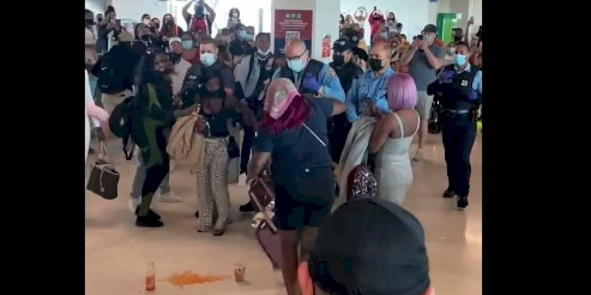 Radican cargos a turistas arrestadas en el aeropuerto Luis Muñoz Marín