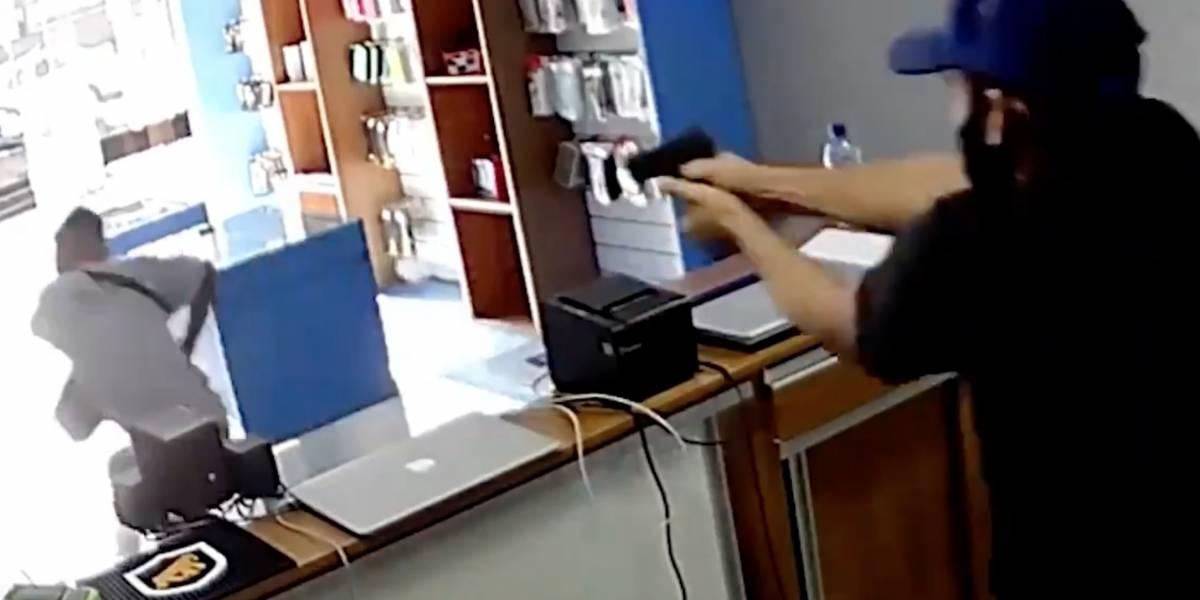 Disparan a ladrón por la espalda después de asaltar un negocio en Brasil