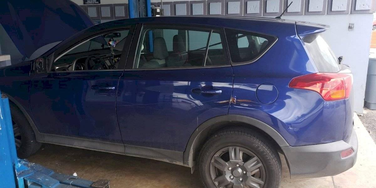 Arrestan a hombre y dos mujeres que iban en auto robado en Ponce