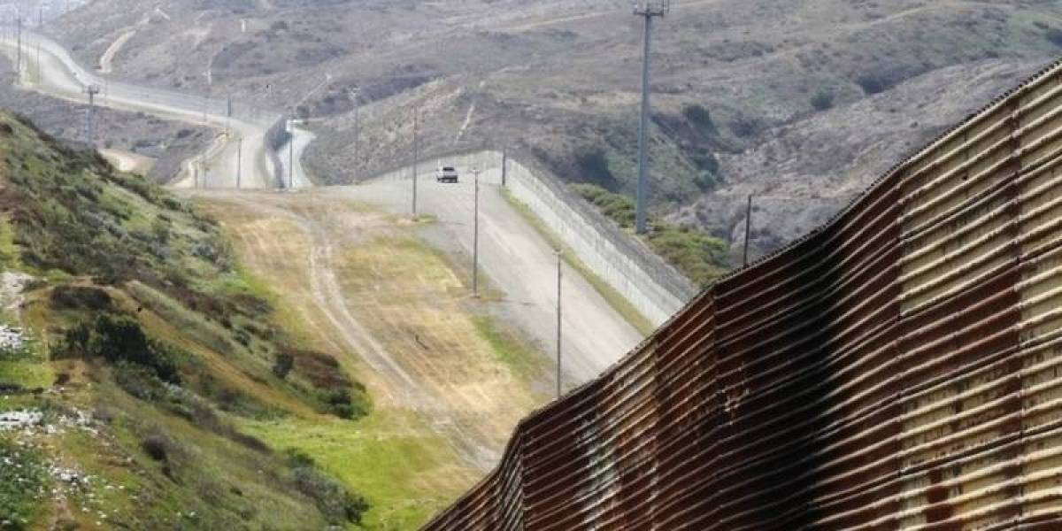 Grupo de migrantes abandonan a niño en Texas