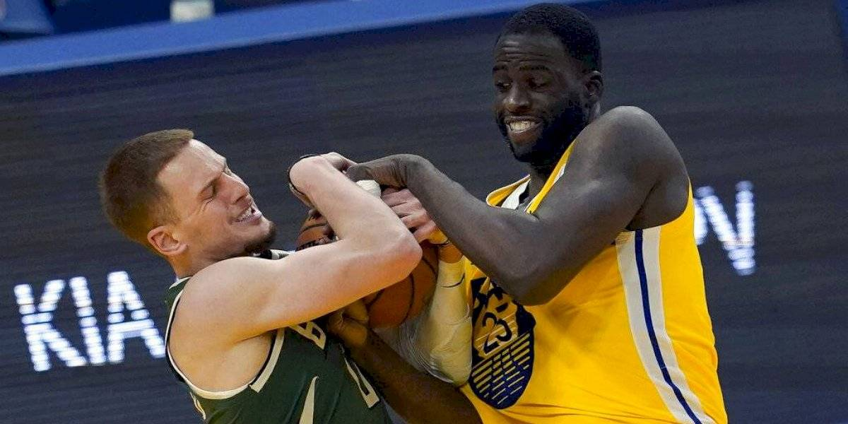 Warriors vencen a los Bucks en frenético final