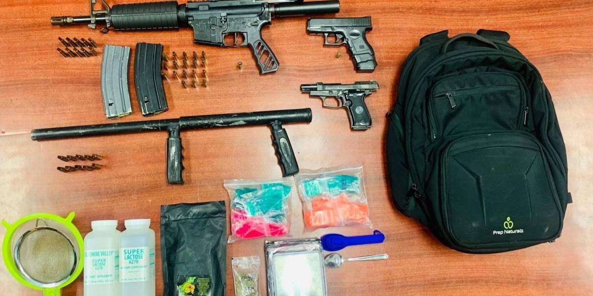 Arrestan a hombre y le ocupan armas largas durante allanamiento en Isabela