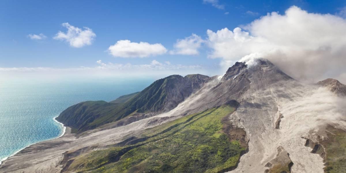 Ordenan evacuar región de isla caribeña ante amenaza de erupción volcánica