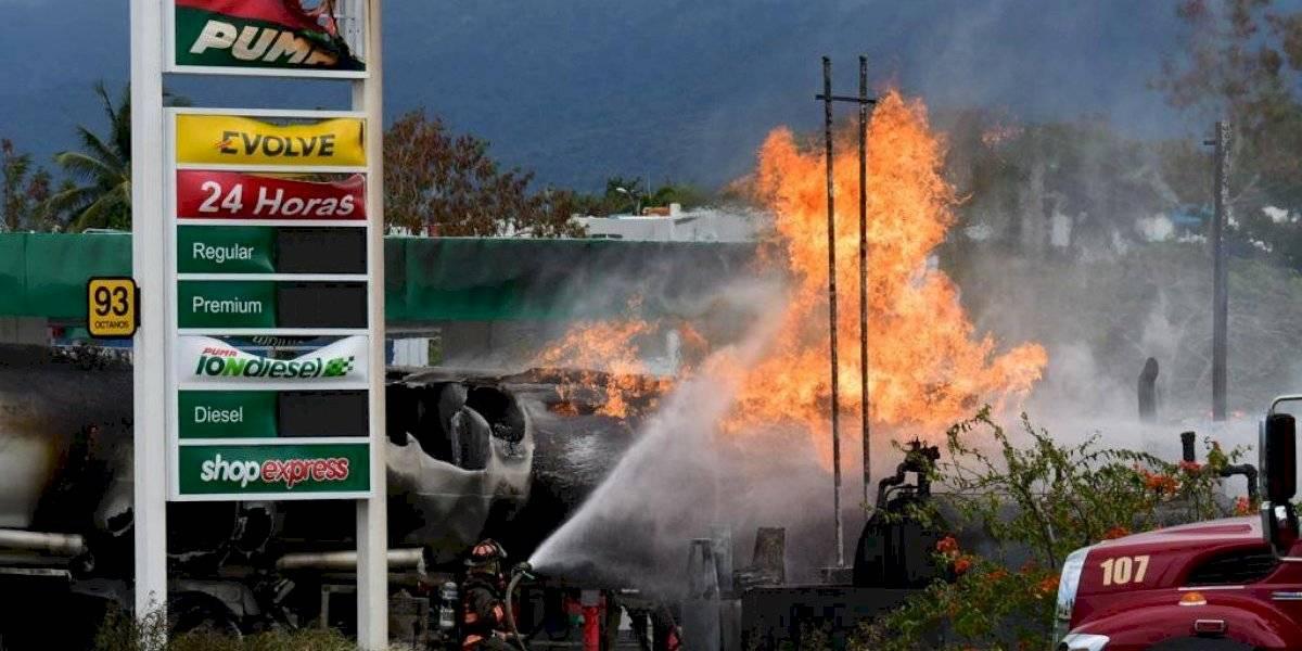 Trabajan en impacto ambiental causado por incendio de camión de gasolina en Canóvanas