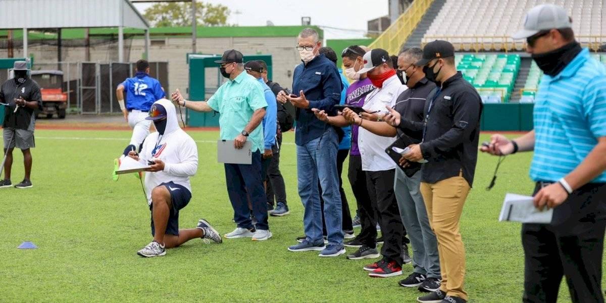 Escuchas de Grandes Ligas llegan hasta el Bithorn para ver el talento de jóvenes boricuas