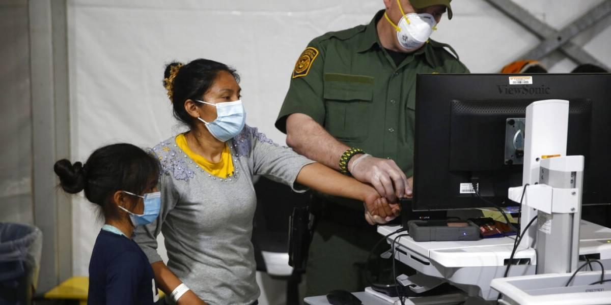 Estados Unidos enviará a hoteles a familias migrantes detenidas