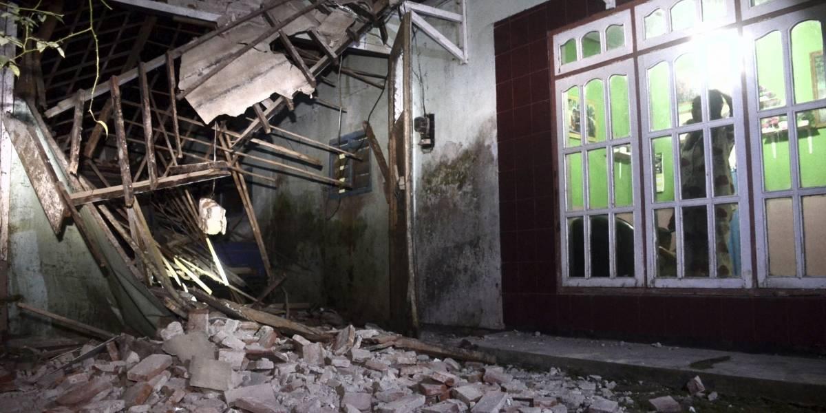 Fuerte sismo deja al menos ocho muertos en Indonesia