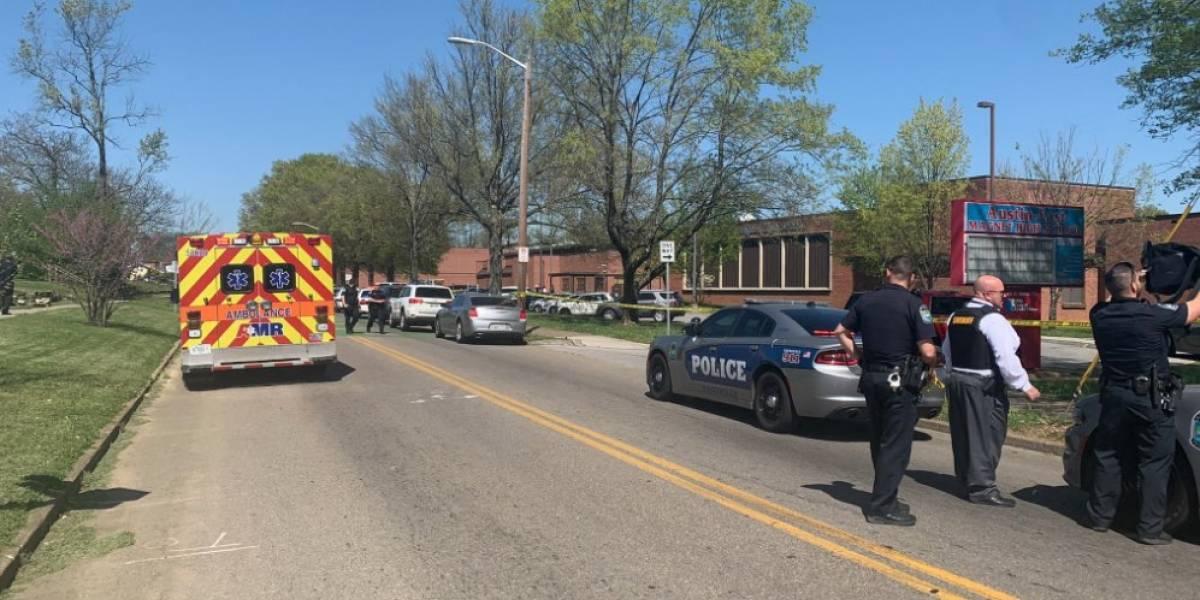 Incidente en escuela de Knoxville, Tennessee deja una persona muerta