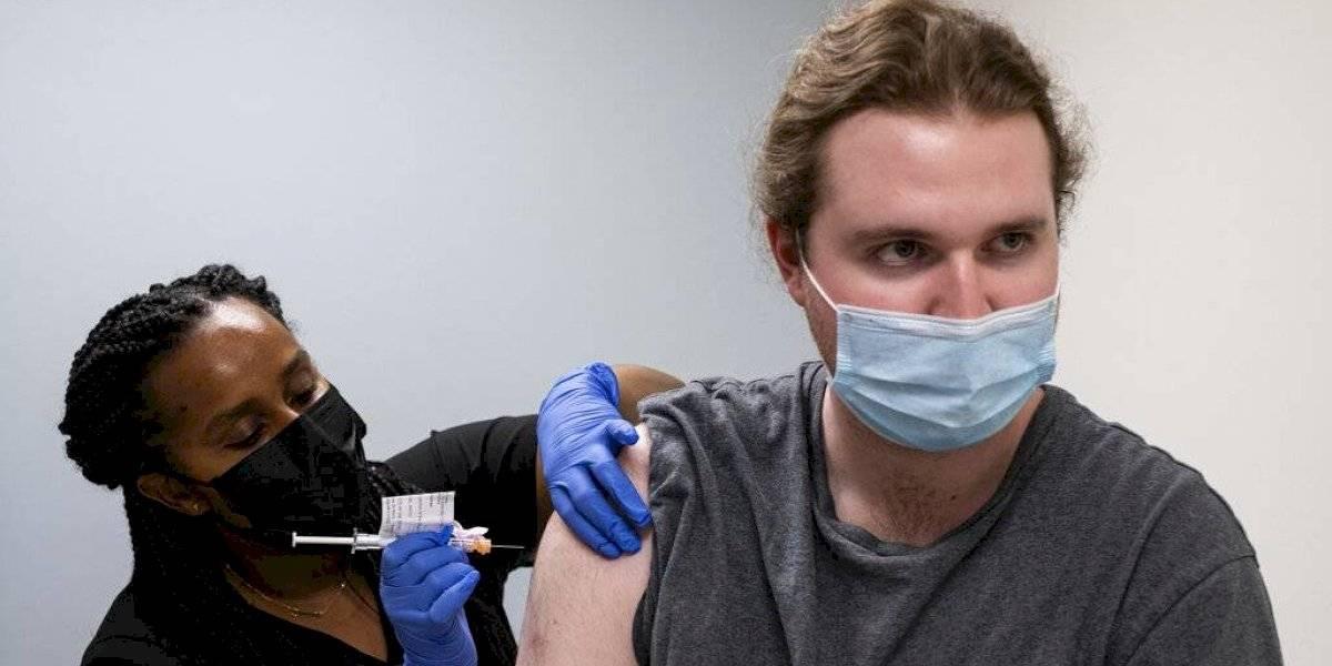 ¿Tercera dosis de vacuna contra el COVID-19? Pfizer y Moderna realizan estudio