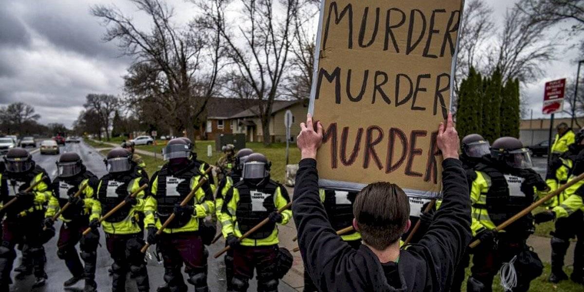 Renuncia policía que mató joven negro y alegó que confundió pistola con taser