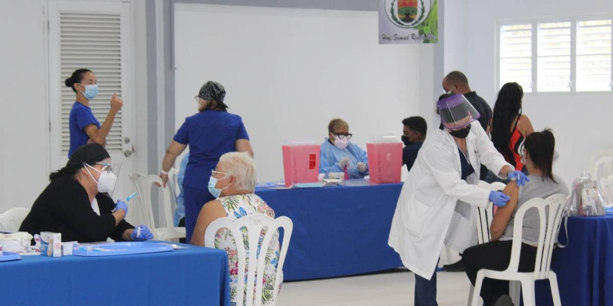 Vacunan a 800 personas hoy en Ceiba