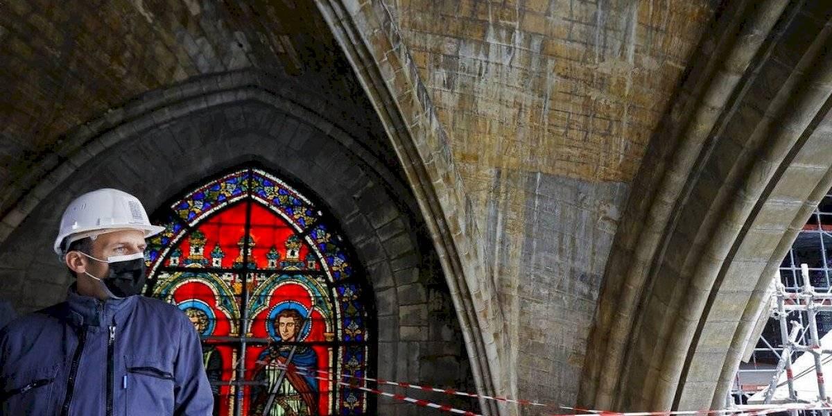 Presidente de Francia visita Notre Dame a dos años del incendio