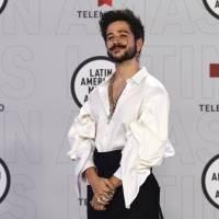 Camilo y Karol G son premiados en los Latin AMAs