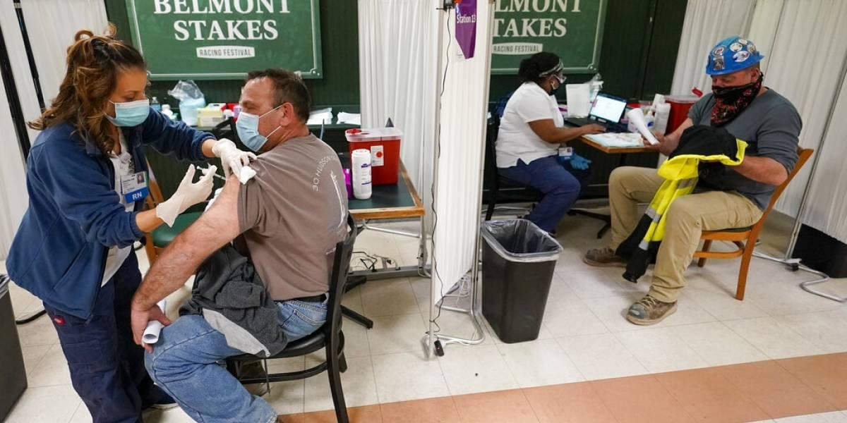 Estados Unidos reporta 5.800 casos de COVID en personas ya vacunadas
