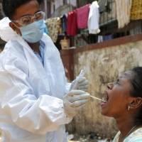 """OMS asegura que es """"preocupante"""" aumento casos de COVID-19 en el mundo"""