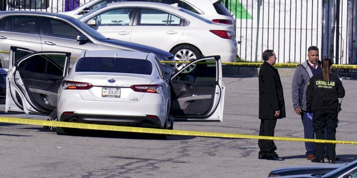 Tiroteo en centro de FedEx en Indianápolis deja ocho personas muertas