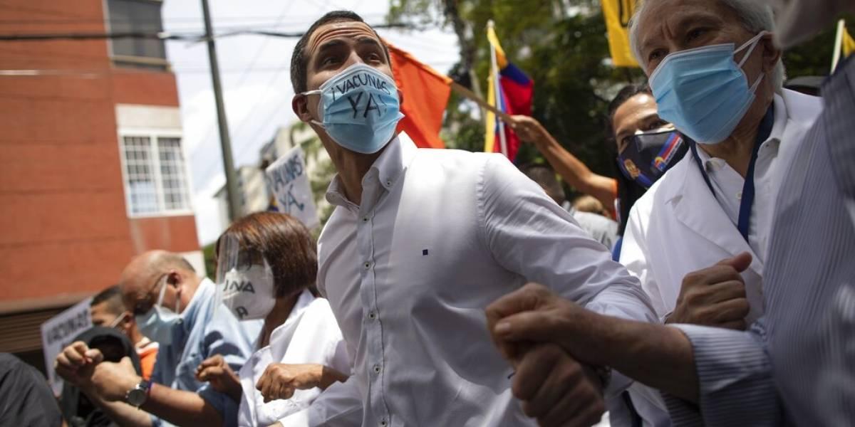 Marchan en Venezuela para exigir plan masivo de vacunación