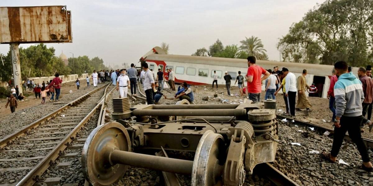 Se descarrila tren en Egipto, causando al menos 11 muertos
