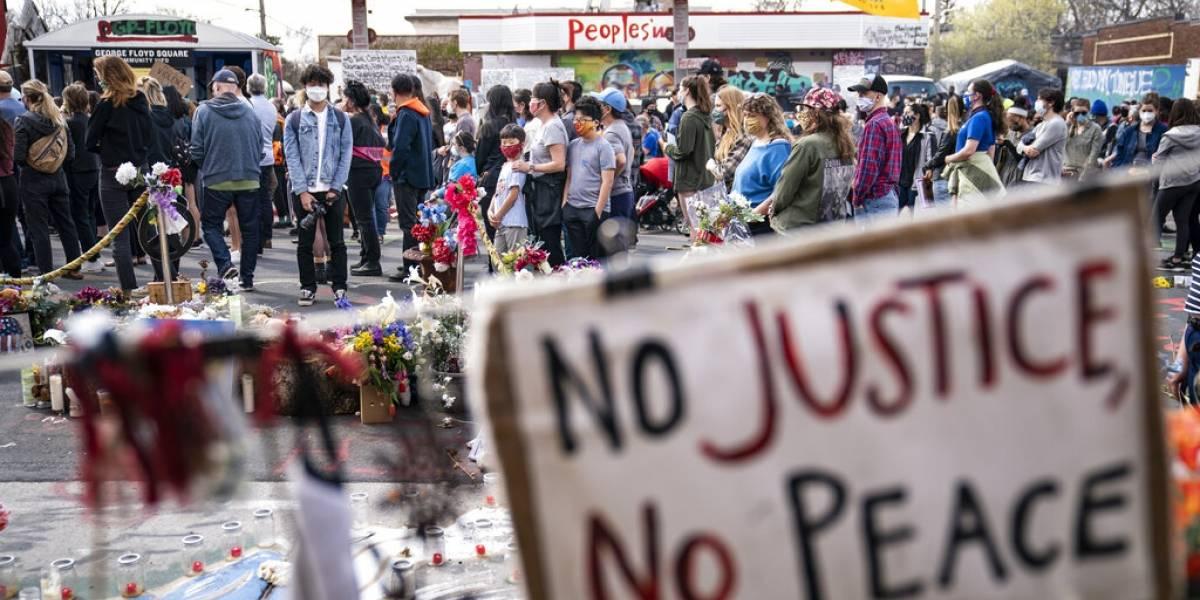 Muere en accidente con patrulla el tío de joven que grabó muerte de George Floyd
