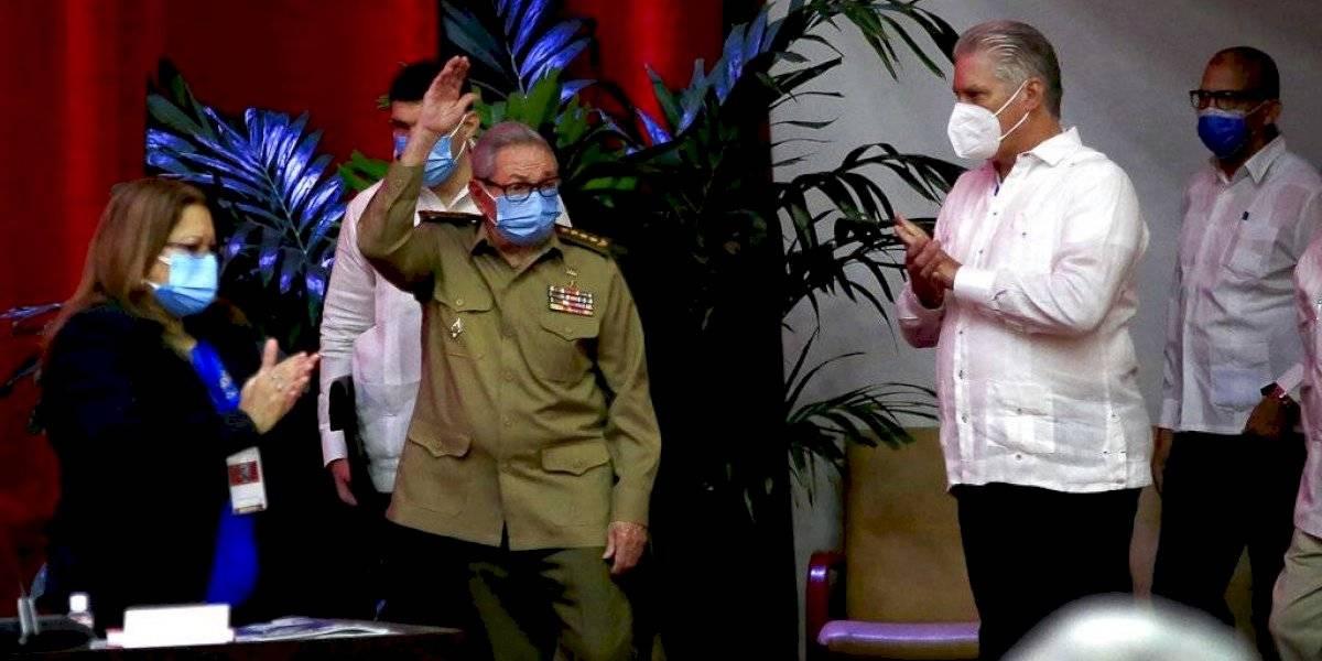 Miguel Díaz-Canel sustituye a Raúl Castro al frente del Partido Comunista