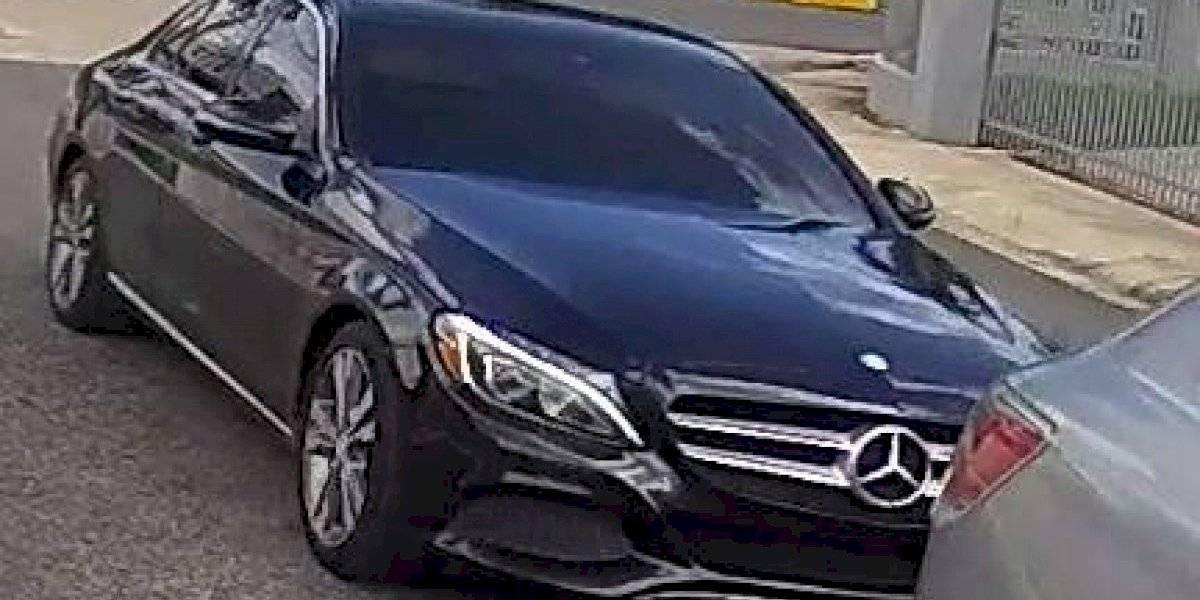 Buscan sujeto que llegó en un Mercedes Benz a robar en residencia de Cupey