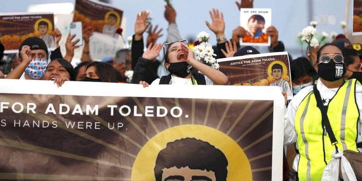 Grupos latinos piden investigar tiroteo policial en Chicago