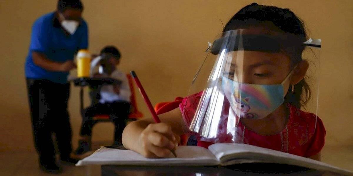 México empieza a reabrir escuelas tras un año de cierre por el COVID-19