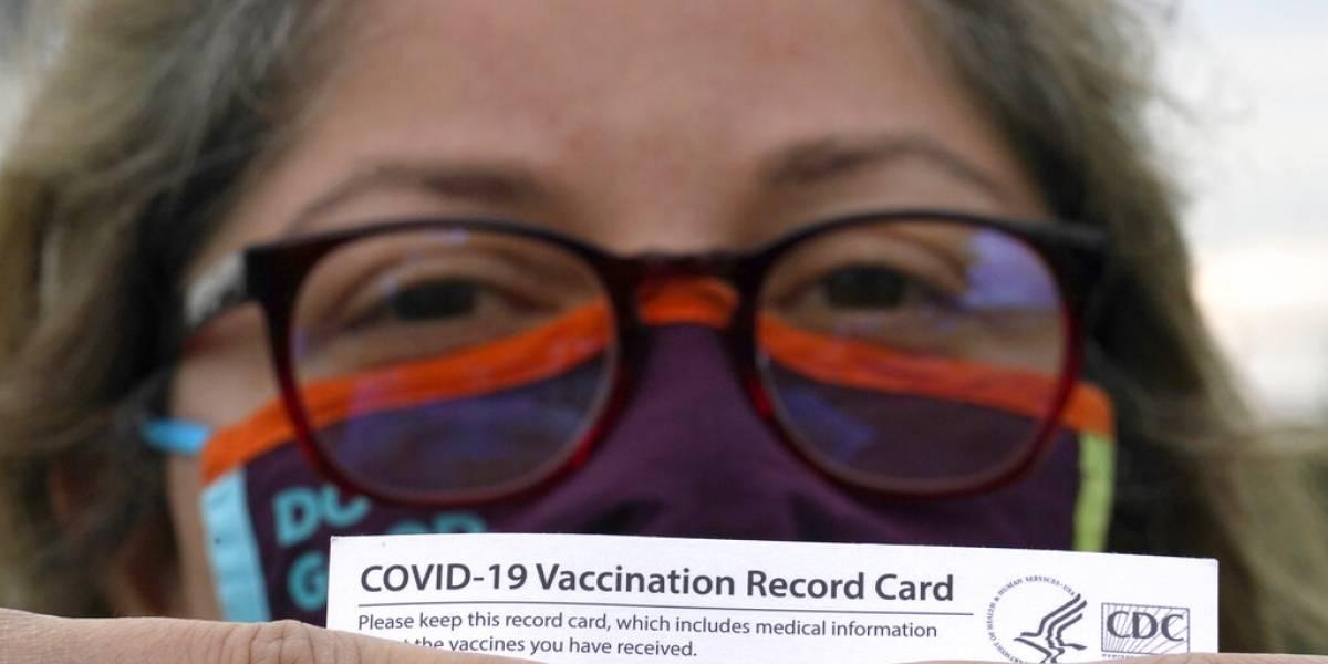 Alegan que turismo de vacunación agrava desigualdad ante el COVID