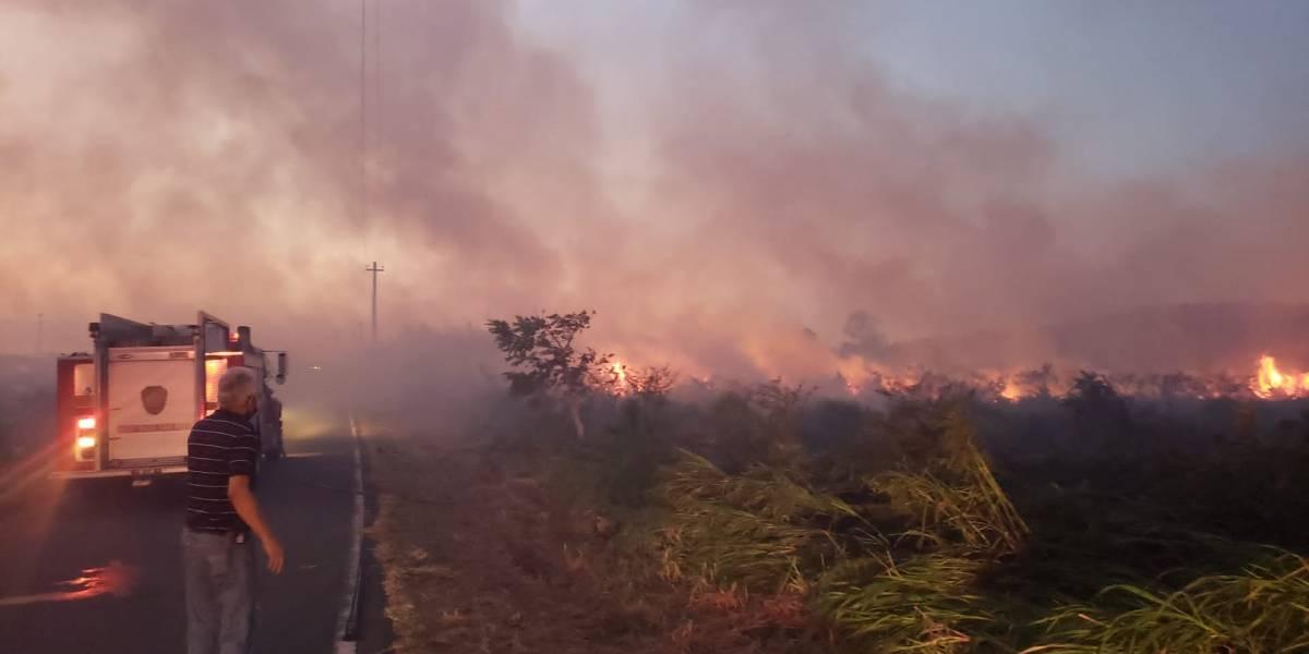 Reportan incendio de grandes proporciones en Barceloneta