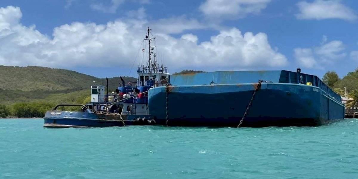 Niegan que barcaza en Culebra encallara, solo chocó